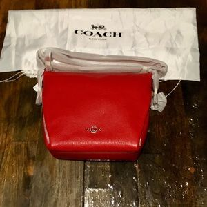 NWT🔥 COACH LTH DANNY DUFFLE Bright Red/SV ZIP top